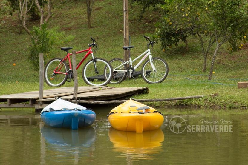 Caiaques e bicicletas